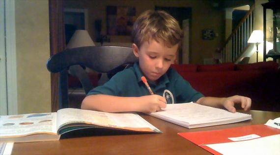 Итак, вы считаете, что даже первоклассник должен делать уроки самостоятельно. Прекрасно. Но помните: каким бы подготовленным не был ваш ребенок, его домашние задания сначала могут быть выполнены хуже, чем у других детей, с которыми родители, что называется, сидят.