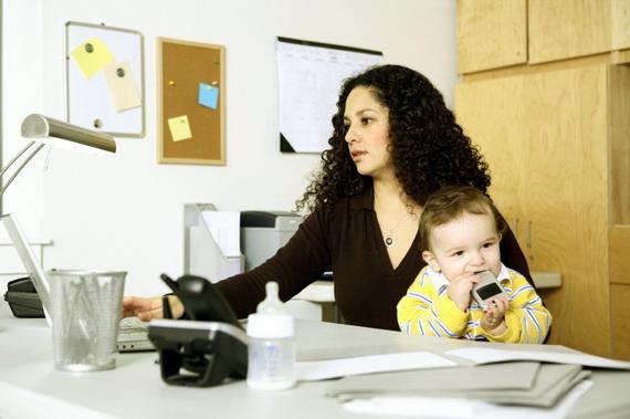 Работать или сидеть с малышом дома