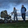 Нужна ли малышу коляска?