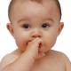 Младенец осваивает свое тело поэтапно